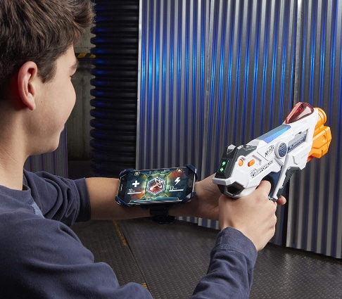 Chico con Nerf Laser Ops Pro Alphapoint con app