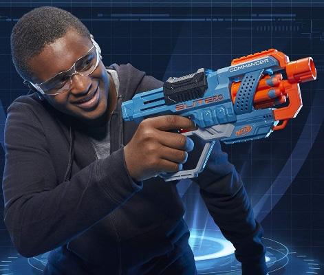 Chico con Nerf Elite 2.0 Commander RD-6
